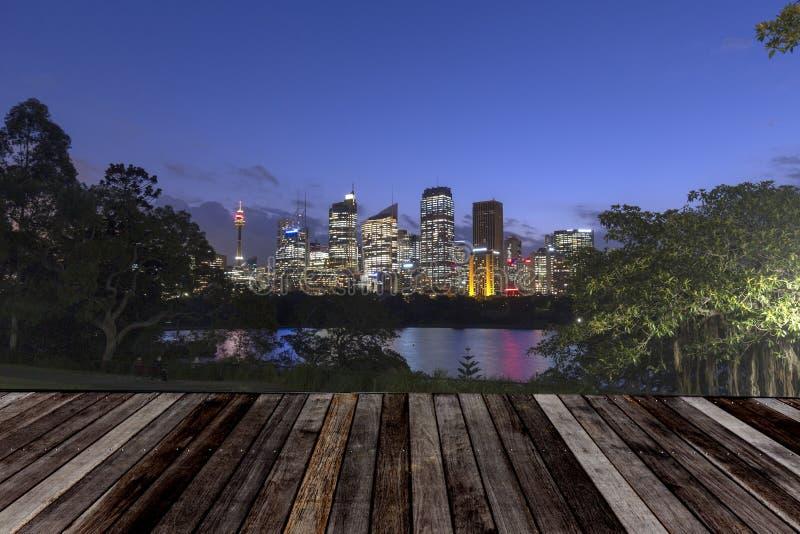 Sydney City Skyline na noite fotografia de stock royalty free