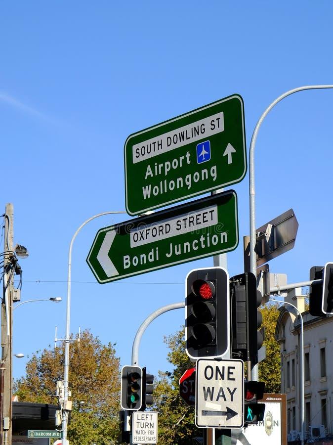 Sydney City Street Signs; Rua de Oxford e rua sul de Dowling, Austrália fotografia de stock