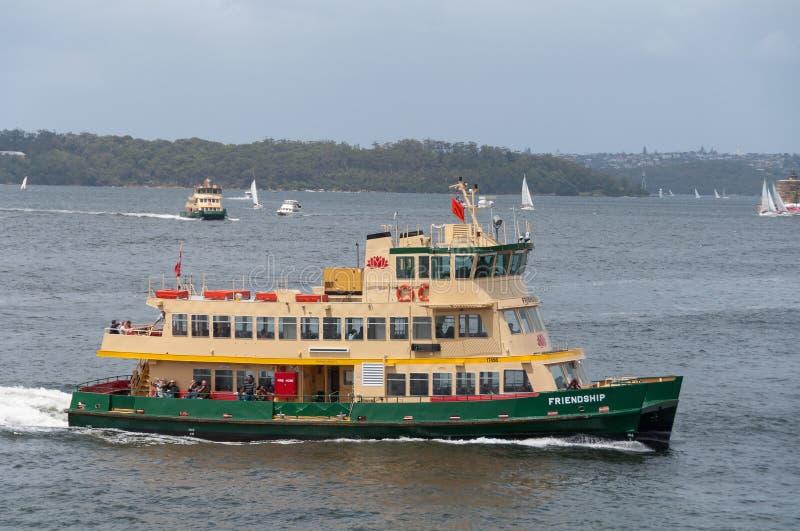 Sydney färja på en ritt i Sydney Harbour NSW-kollektivtrafikinfrastruktur arkivbild