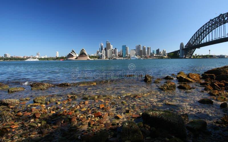 Sydney-Hafen-Brücke und Opernhaus lizenzfreies stockbild