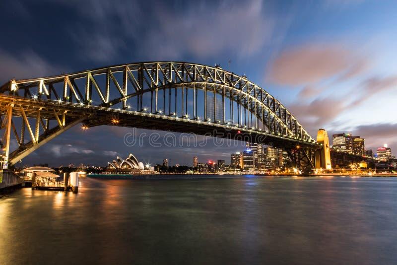 Sydney hamn på natten arkivfoto