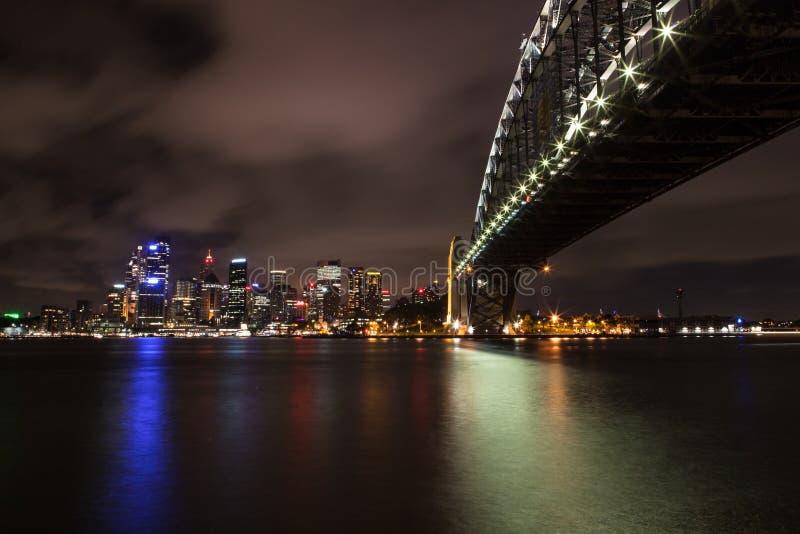 Sydney hamn på natten fotografering för bildbyråer