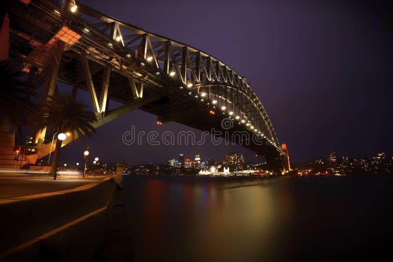 Sydney Harbor Bridge, Sydney, Australien nachts lizenzfreie stockfotos