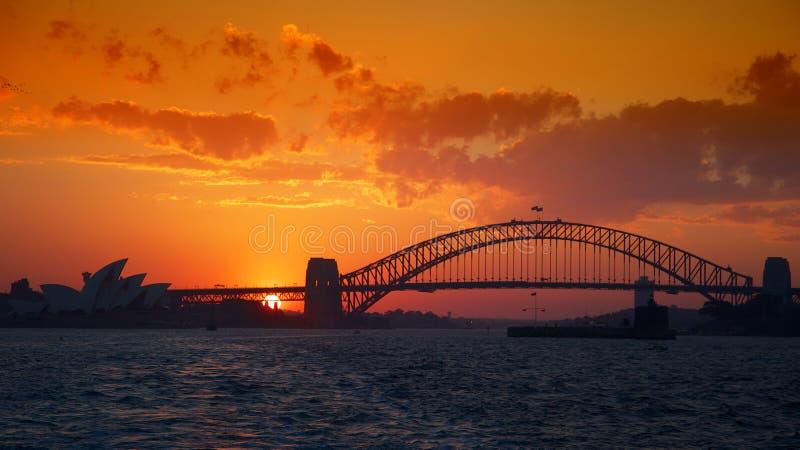 Sydney Harbour avec le coucher du soleil orange image stock