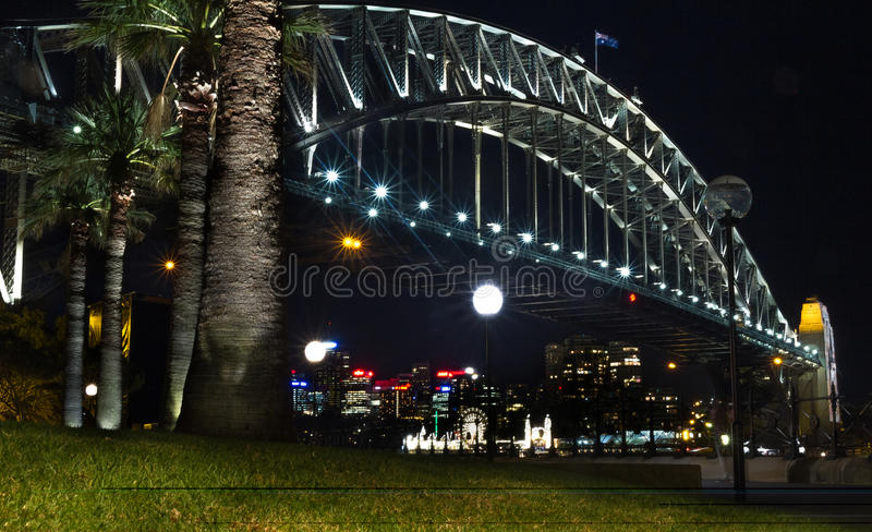 Sydney Harbour Bridge alla notte fotografie stock