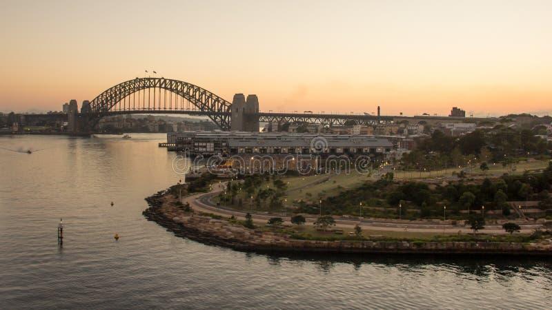 Sydney Harbour Bridge au lever de soleil, Australie image stock