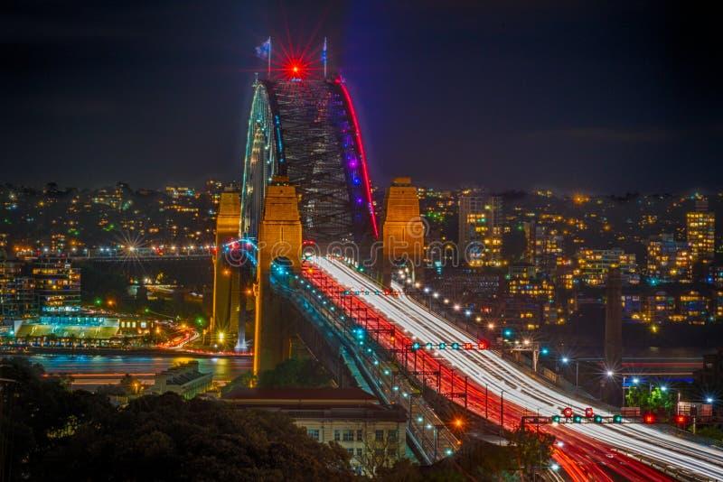 Sydney Harbour Bridge durante Sydney vívido 2016 imagem de stock royalty free