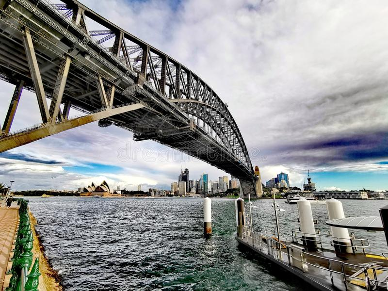 Sydney Harbour Bridge och operahus, Australien royaltyfri fotografi