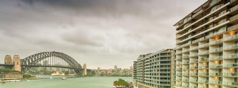 Sydney Harbour Bridge von Kreis-Quay lizenzfreie stockfotos
