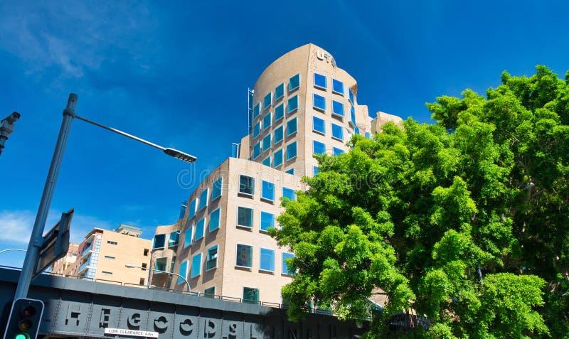 SYDNEY - NOVEMBER 10, 2015: Sikt av byggnad eller dren Chau Chak Wing Building f?r pappers- p?se p? universitetet av teknologi De royaltyfri fotografi