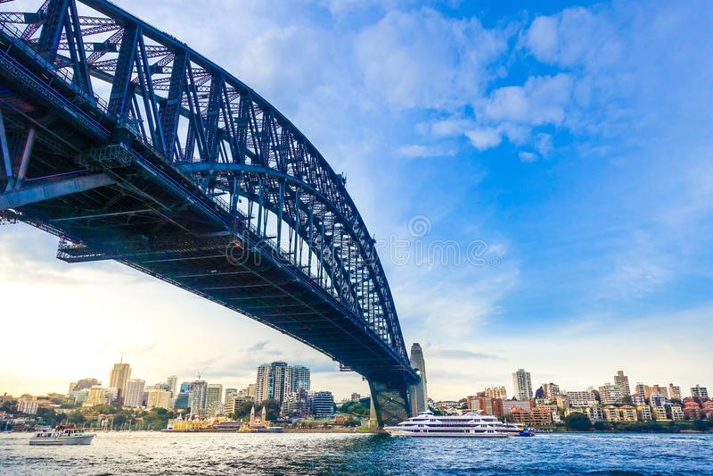 Sydney, NSW/Australia- 18 de junio de 2016: Sydney Harbour Bridge - el puente de arco de acero más grande del mundo fotos de archivo