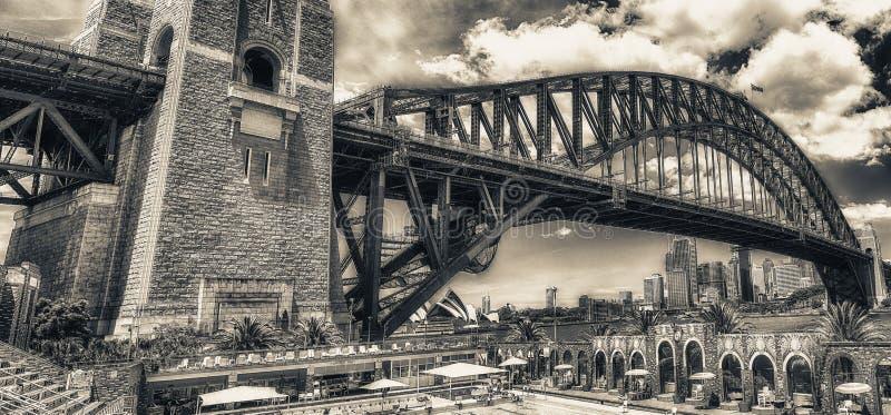 SYDNEY - OKTOBER 2015: Sydney Harbour Bridge Sydney tilldrar 30 royaltyfria bilder