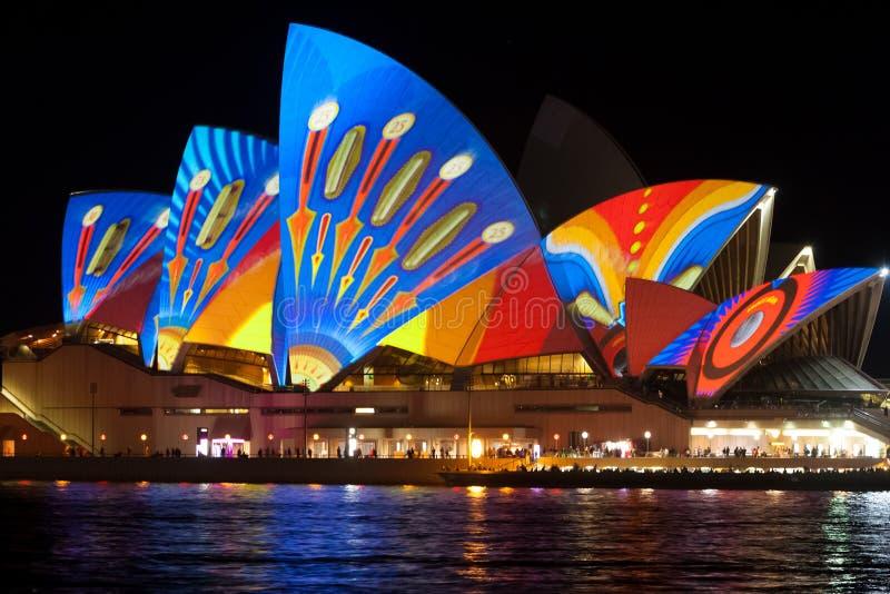 Sydney Opera House durante o festival vívido 2013 imagens de stock
