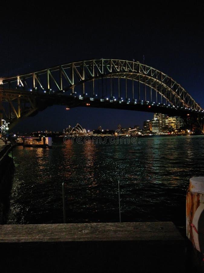 Sydney Opera House e ponte do porto imagem de stock