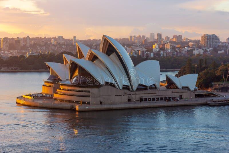 Sydney Opera House en salida del sol foto de archivo