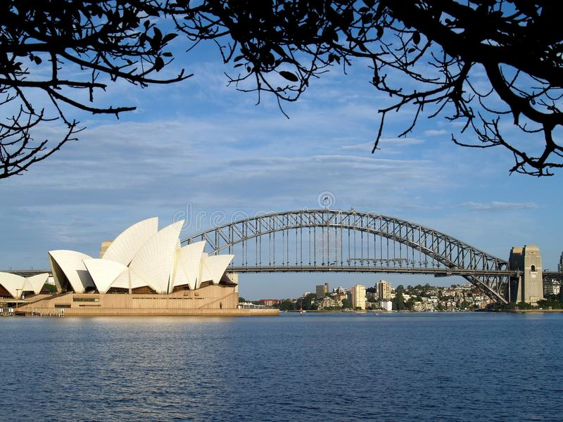 Sydney Opera House en Sydney Harbour Bridge, Australië royalty-vrije stock foto