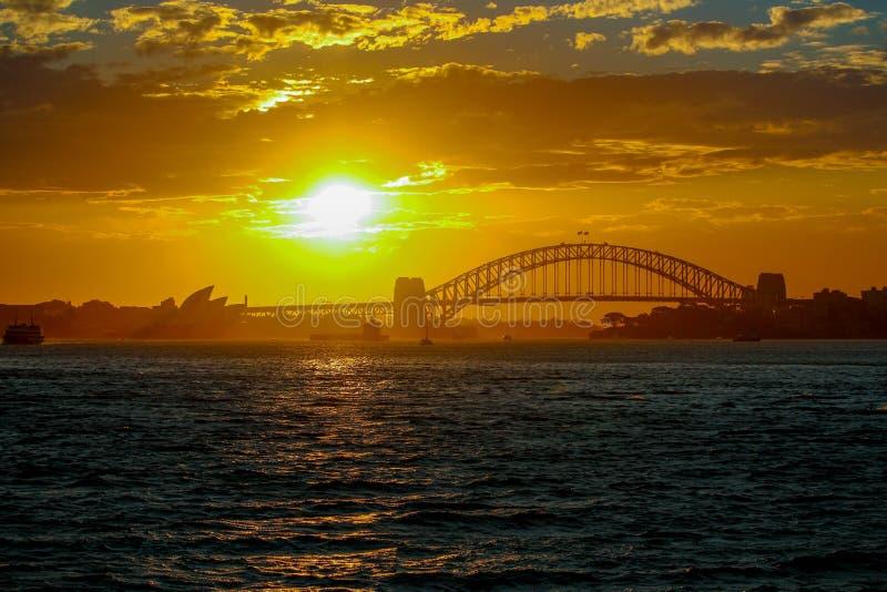 Sydney Opera House & hamnbro arkivfoton