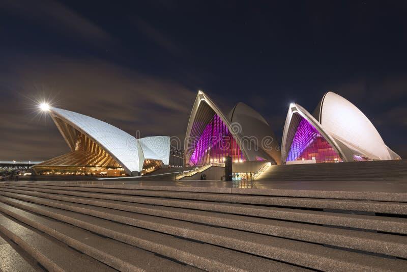 Sydney Opera House la nuit pendant le festival vif images stock