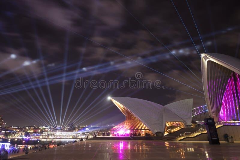 Sydney Opera House na noite durante o festival vívido imagem de stock royalty free