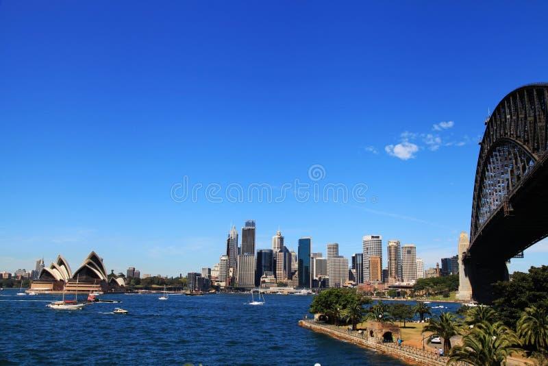 Sydney Opera House och hamnbro royaltyfri bild