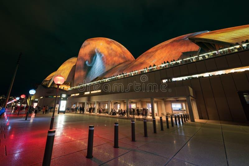 Sydney Opera House under den livliga Sydney festivalen royaltyfria foton