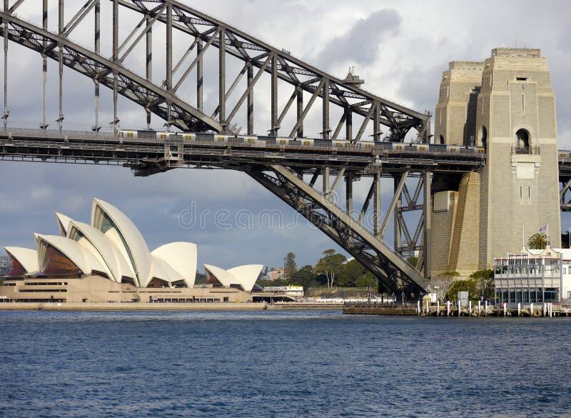 Sydney Opera House y puente imágenes de archivo libres de regalías