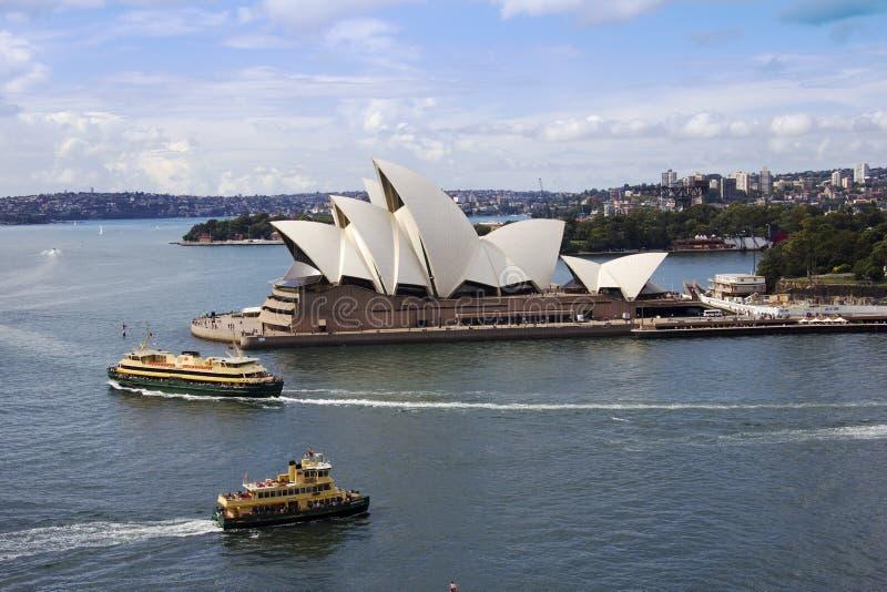 Sydney Opera hus och färjor royaltyfria foton