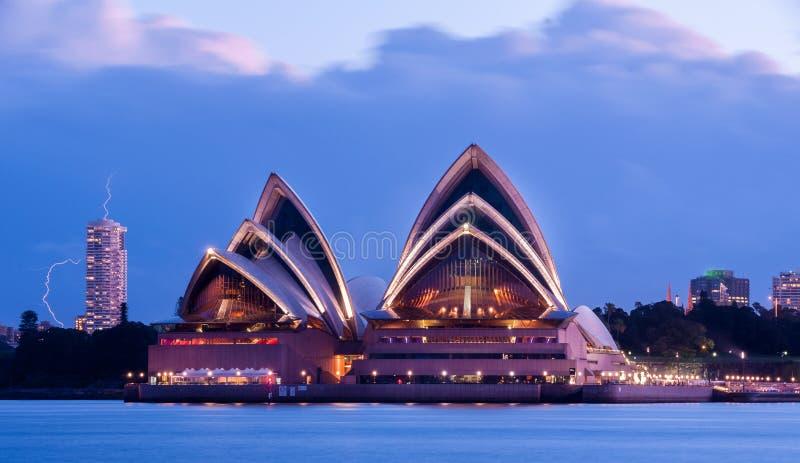 Sydney opera w burzy obrazy stock