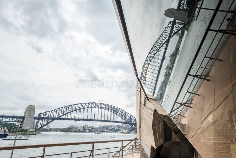 Sydney schronienia most i schronienie odbijaliśmy w operze, Australia zdjęcia stock
