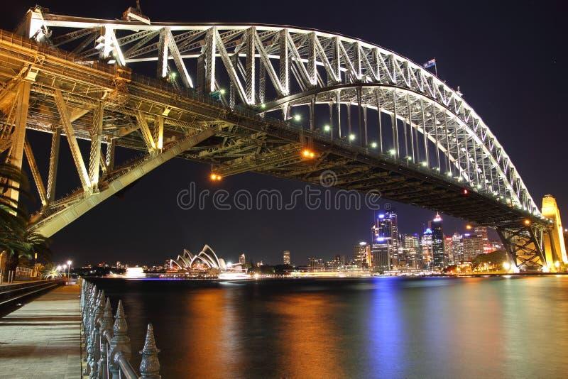 Sydney Schronienia Most z Operą przy noc obrazy royalty free
