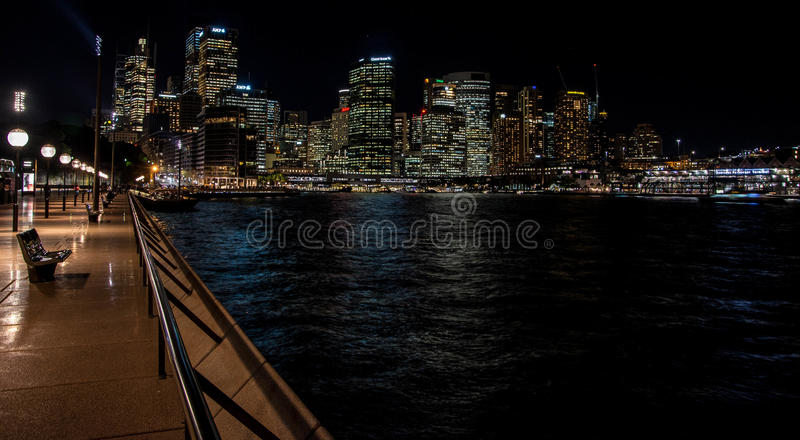 Sydney-Skyline und -nacht lizenzfreie stockfotos