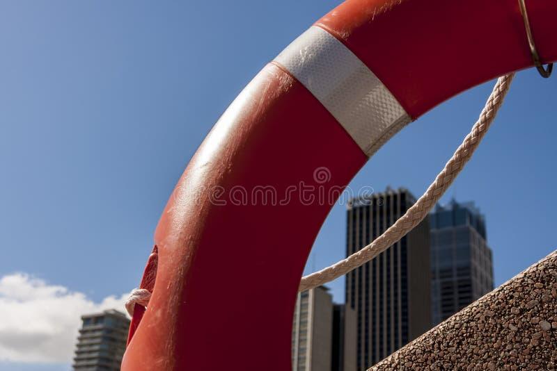 Sydney skyscrapers za czerwonym bujaniem Sydney, Australia fotografia royalty free