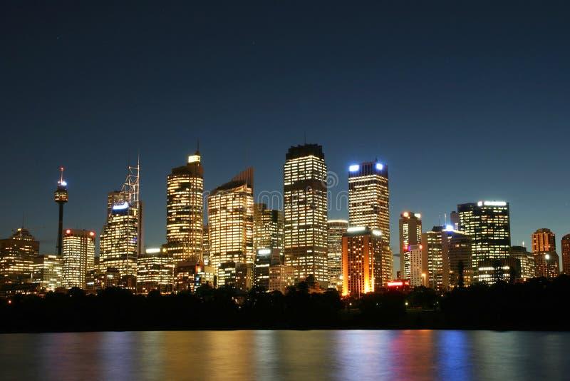 Sydney-Stadt nachts. stockbild