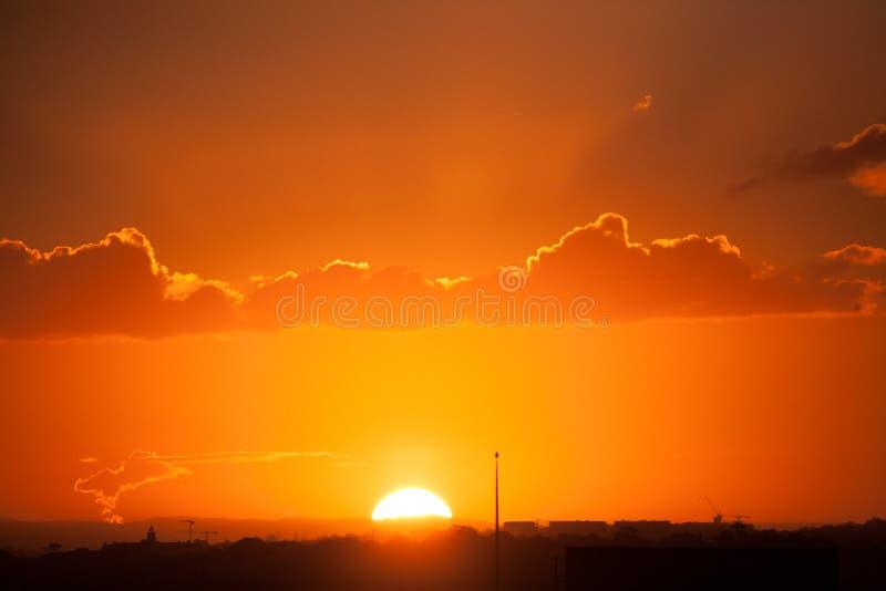 Sydney Sunset-hemel in vuur en vlam met kleur stock foto
