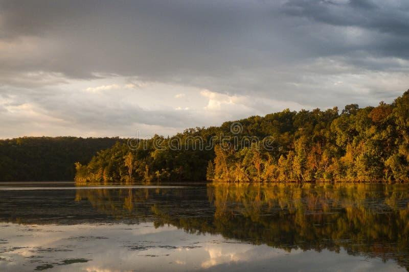 Sydvästlig Missouri sjö i höst arkivfoto