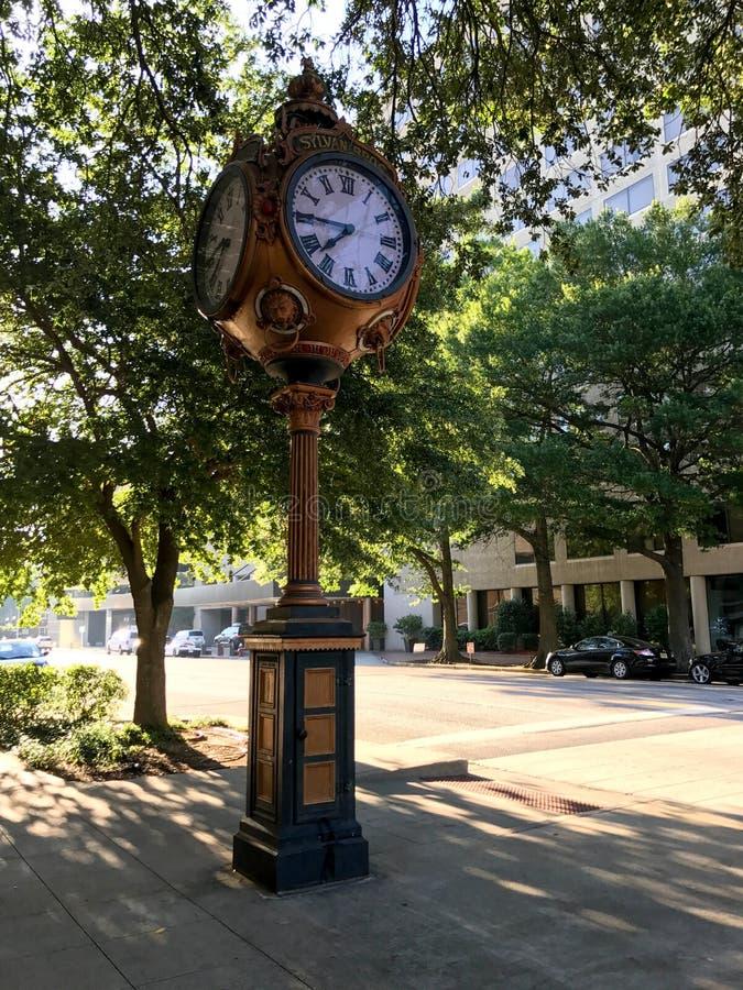 Sylvan Bros Vintage Clock na frente da ourivesaria foto de stock