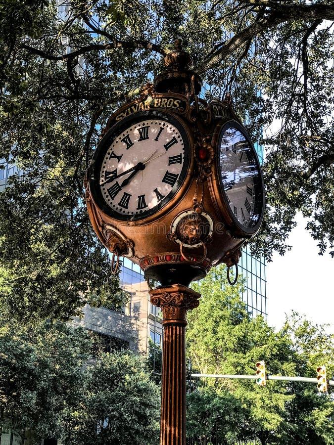 Sylvan Bros Vintage Clock na frente da ourivesaria imagem de stock