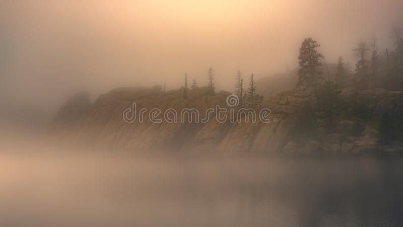 Sylvan Lake in de Mist, Zuid-Dakota royalty-vrije stock foto
