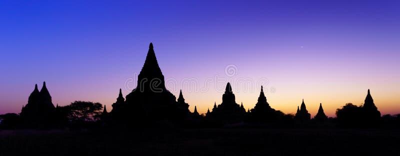 Sylwetek świątynie bagan przy zmierzchem, Myanmar fotografia stock