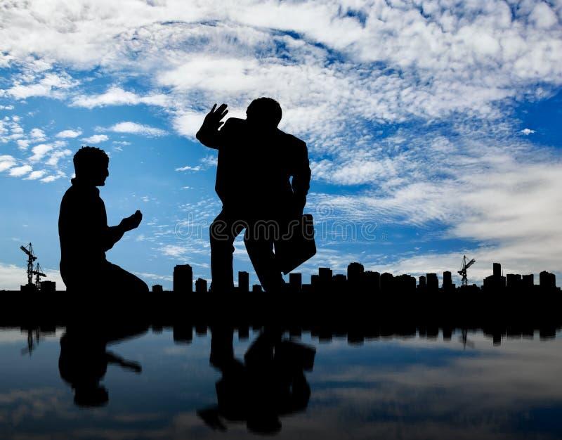 Sylwetka bogactwo i biedny człowiek na tło pejzażu miejskim zdjęcie stock