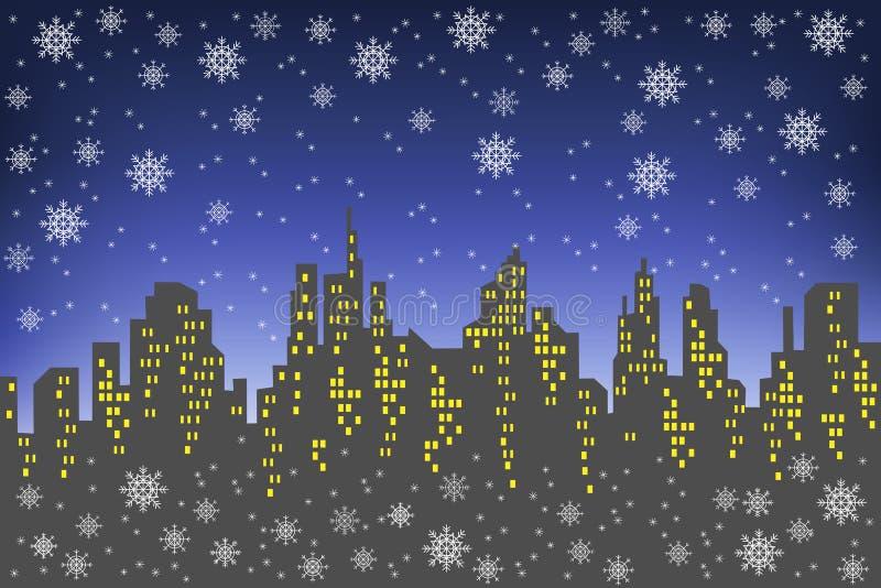 Sylwetka du?y miasto przeciw t?u ciemny wiecz?r niebo Okno w domach za?wiecaj? Ja s snowing, a ilustracji