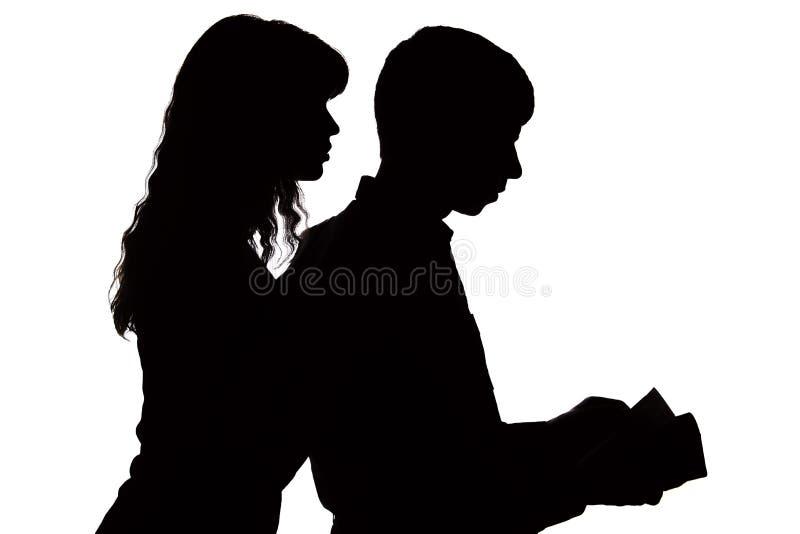 Sylwetka kobieta kontroluje pensję rodzina i ono przygląda się w portfel zdjęcie stock