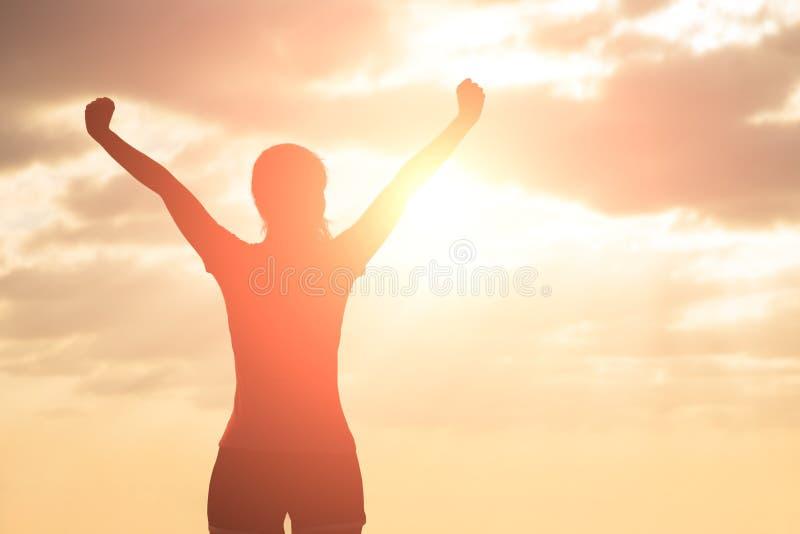 Sylwetka kobieta ono modli się zdjęcie royalty free