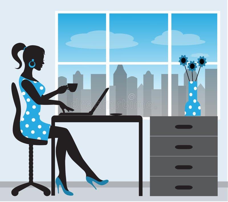 Sylwetka kobieta z laptopem ilustracji