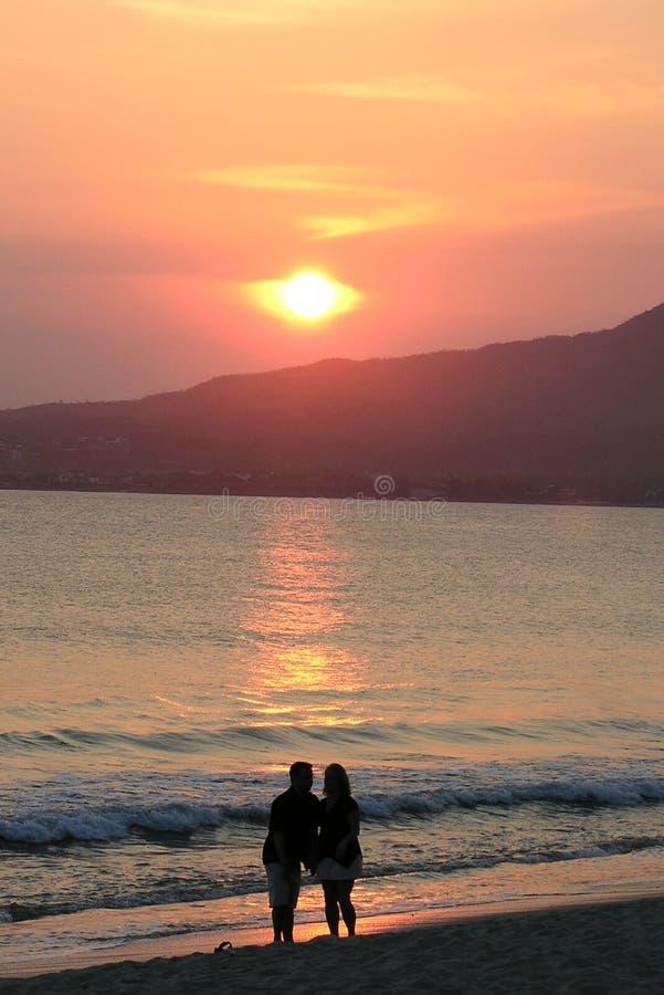Download Sylwetka plażowa obraz stock. Obraz złożonej z para, meksyk - 132029