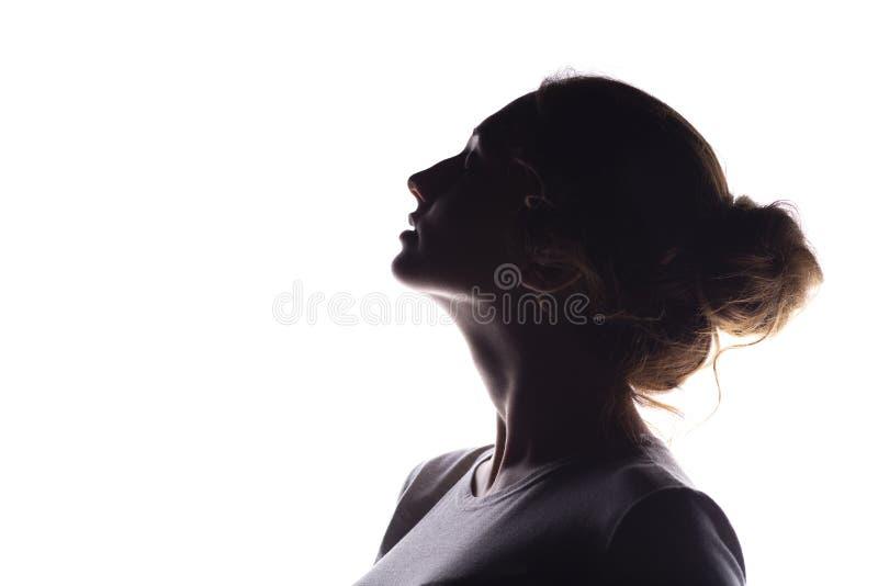 Sylwetka posta? pi?kna dziewczyna, kobieta profil na bia?ym odosobnionym tle, poj?cie pi?kno i moda, fotografia royalty free