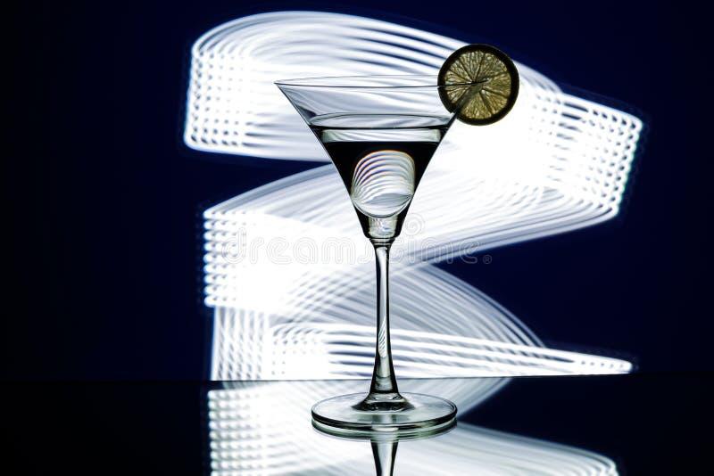Sylwetka szkło w klubie nocnym zdjęcie stock