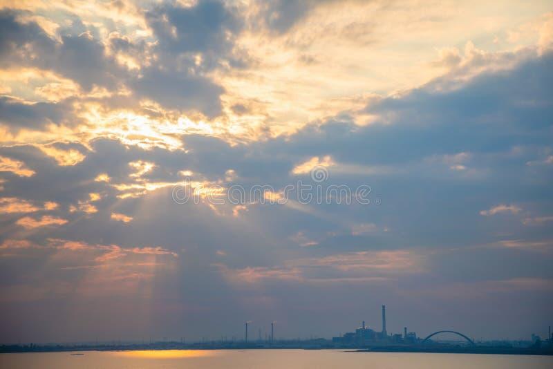 Sylwetka Wenecja Porto Marghera, park przemysłowy, Włochy zdjęcie royalty free