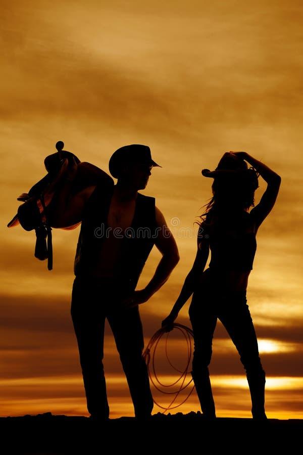 Sylwetki cowgirl chwyta linowy kapelusz zdjęcia royalty free