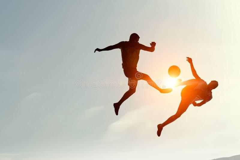 Sylwetki dwa gracza piłki nożnej obraz royalty free